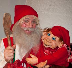 Julenisse og Nisse-Nils – verdens eldste baby på juletrefest.
